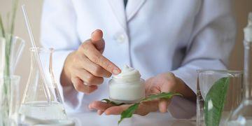 Leiden auch Sie unter Akne oder Ekzemen? Probieren Sie Dermokosmetik!