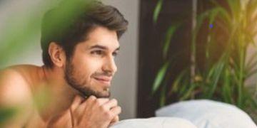 Starke Männerkörper durch Implantate