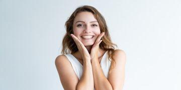 Wie lassen sich die Wangen straffen? Übungen und Tipps für zu Hause