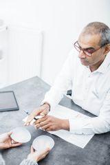Beratung Dr. Raghunath, Brustvergrößerung, Bruststraffung, Brustverkleinerung, Implantatswechsel