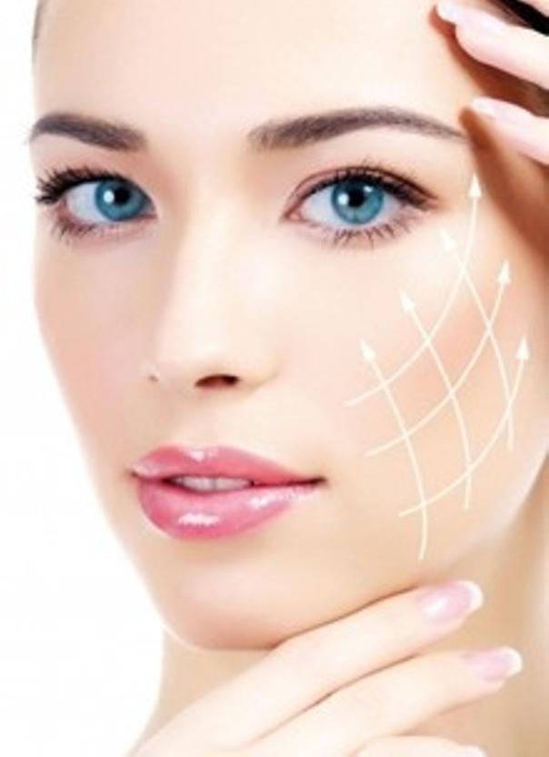 Vor allem zur Bekämpfung von feinen Falten im Gesicht eignet sich das Fadenlifting