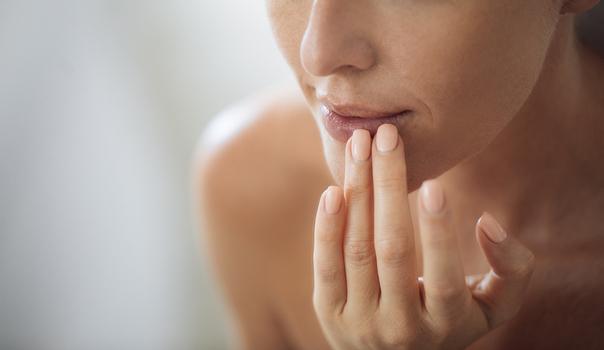 Frauen wünschen sich vor allem einen sinnlichen Mund und eine vollere Oberlippe.