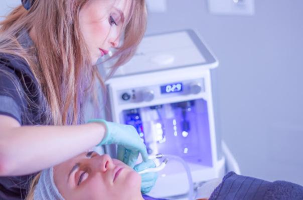 Laserbehandlung gegen unreine Haut