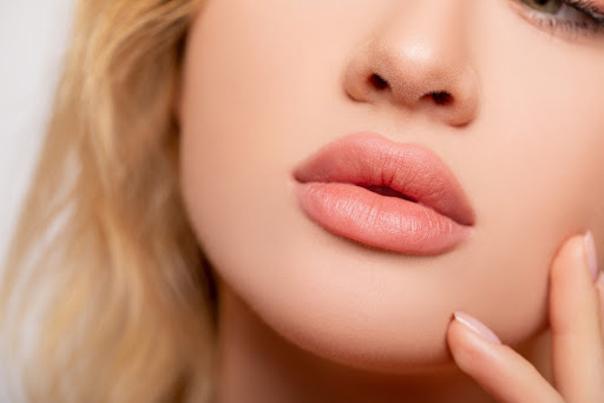 Um die Lippenform und -größe zu korrigieren hat die Schönheitschirurgie eine Vielzahl an Behandlungsmöglichekeiten