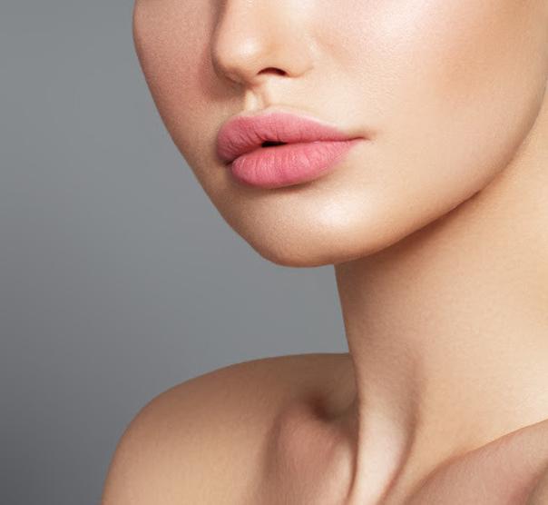 Dank der Lippenlifting-Methode können Sie den Effekt von natürlich vollen Lippen erzielen