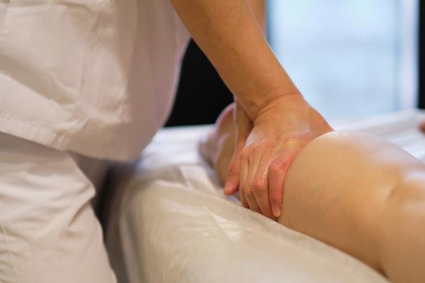 Lymphdrainage hilft bei Schwellungen