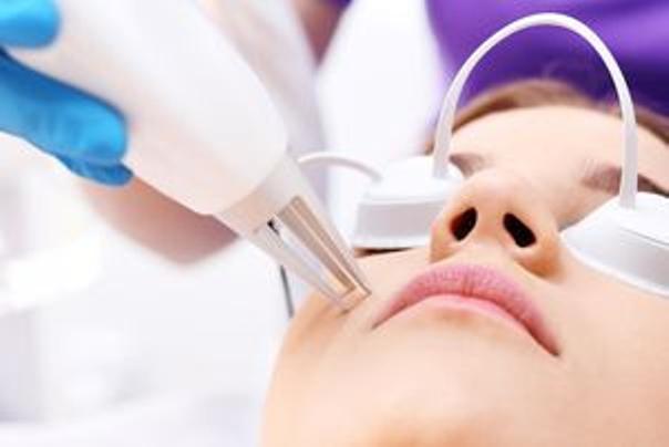 Suchen Sie sich einen erfahrenen Arzt der Lasertherapie, dem Sie vertrauen