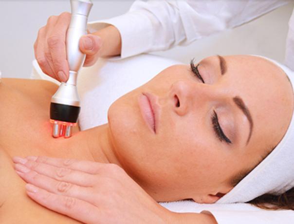 Radiofrequenz hilft nicht nur die Haut zu verjüngen, sondern kann auch Schlupflider korrigieren