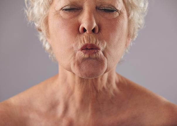 Das Alter und die Genetik beeinflussen stark die Ausprägung der Mundfalten