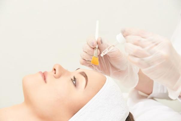 Das Peeling sollte von einem qualifizierten Facharzt durchgeführt werden