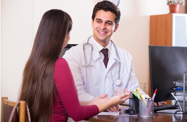 Suchen Sie sich einen erfahrenen Facharzt oder Dermatologen, dem Sie vertrauen