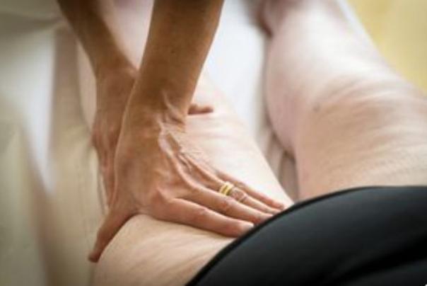 Lymphdrainage hilft um Wasserretention zu beheben