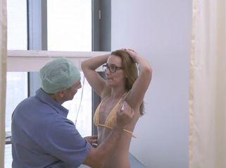 Brustvergrößerung mit Schnitt über Achselhöhle